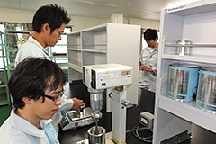 研究開発本部 塗料試験室